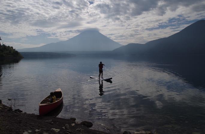 富士山と湖畔